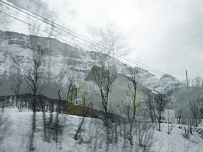 Residential building in winter landscape - p945m1487828 by aurelia frey