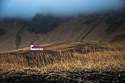 Landschaft und Kirche in Sued Island - p979m909919 von Jain photography