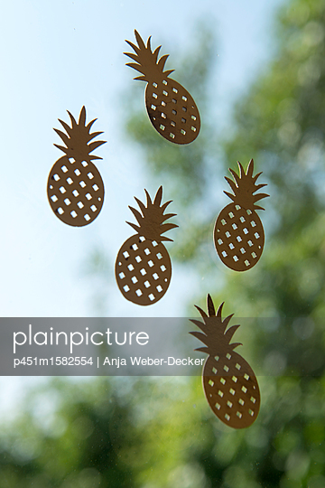 Goldene Ananas - p451m1582554 von Anja Weber-Decker
