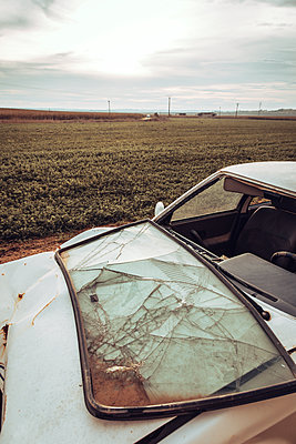 White wrecked car abandoned in middle of field - p300m2239877 by Aitor Carrera Porté