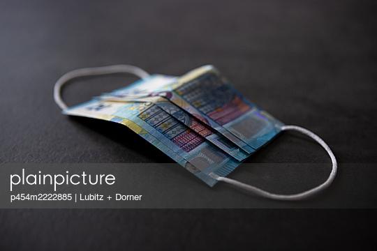 Economic damage of COVID-19 - p454m2222885 by Lubitz + Dorner