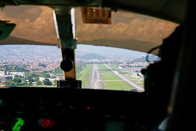 Landing at Medellin airport - p1177m2111164 by Johan Peh