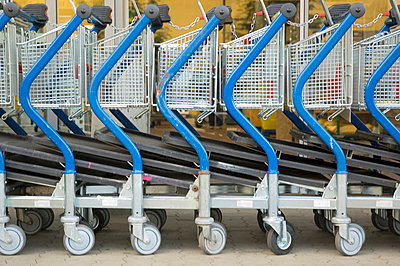 Trolleys - p2872892 by apply pictures