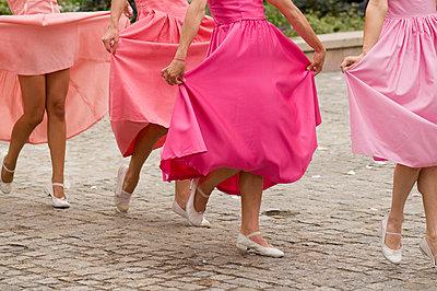 Frauen in Pink tänzeln - p6120181 von Pierre c.