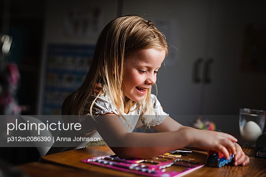 Girl playing - p312m2086390 by Anna Johnsson