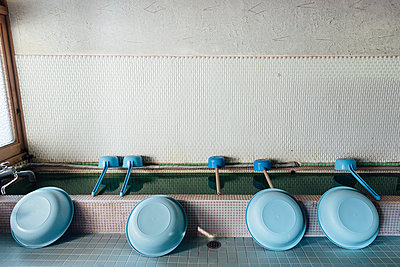 Waschhaus, Japan, Wakayama, Kōya-san - p1085m995537 von David Carreno Hansen