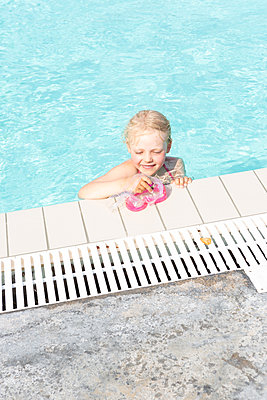 Freude am Schwimmen - p454m2163846 von Lubitz + Dorner
