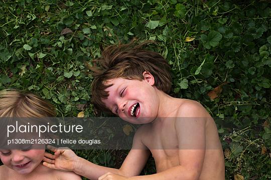 p1308m2126324 by felice douglas