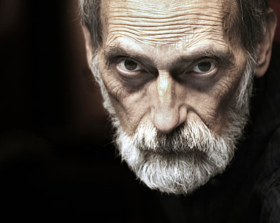 Senior man with beard - p1019m2148272 by Stephen Carroll