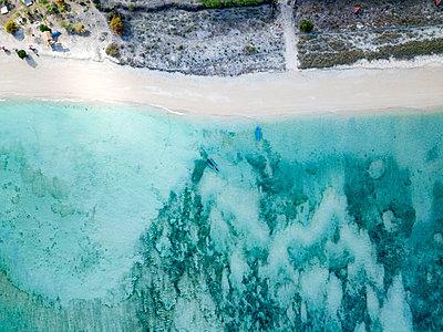 Indonesia, Sumbawa, West Sumbawa, Aerial view of Jelengah beach - p300m2059141 by Konstantin Trubavin
