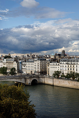 View of Seine river and the Cité - p445m1496616 by Marie Docher