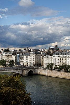 Blick auf die Ile de la Cité und die Seine - p445m1496616 von Marie Docher