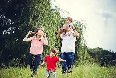 Familienausflug - p904m1065016 von Stefanie Päffgen