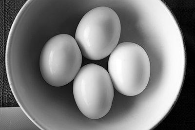 Four eggs - p1017m2275732 by Roberto Manzotti