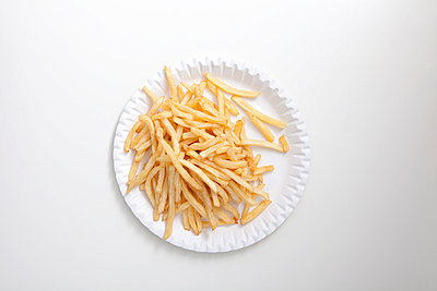 French fries on paper plate - p4541122 by Lubitz + Dorner