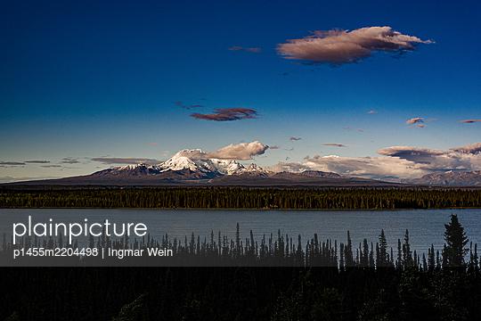 Alaska, Blick auf Meer und Berge - p1455m2204498 von Ingmar Wein