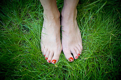 Red toenails - p4450220 by Marie Docher