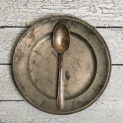 Empty plate - p451m972654 by Anja Weber-Decker