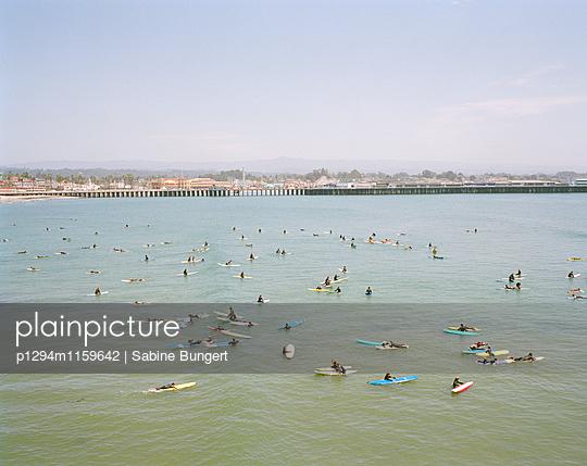 Menschen am Strand - p1294m1159642 von Sabine Bungert