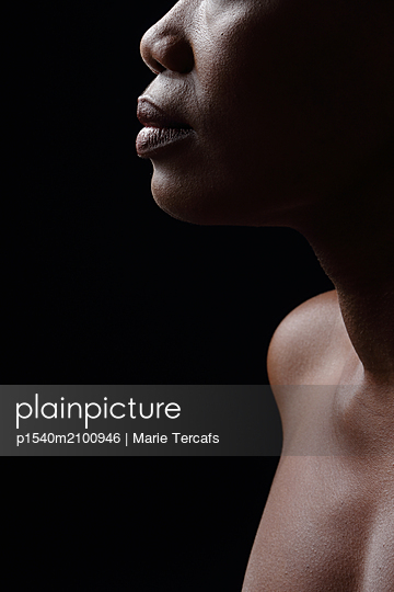 Portrait of a black woman  - p1540m2100946 by Marie Tercafs