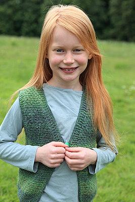 Portrait eines rothaarigen Mädchen - p045m1031186 von Jasmin Sander