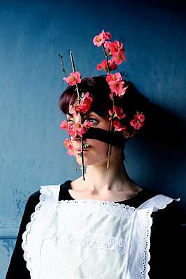 Woman with flowers on face - p1521m2158309 by Charlotte Zobel
