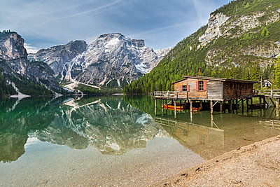 Italy, South Tyrol, Dolomites, Fanes-Sennes-Prags Nature Park, Lake Prags with Seekofel, boathouse - p300m1153640 by Stefan Schurr