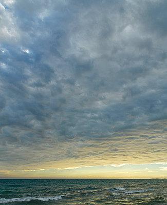 Gewitter über dem Mittelmeer - p324m932757 von Bildagentur Hamburg