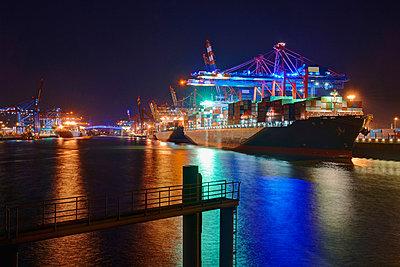 Light installation 'Blue Port Hamburg' - p1099m882958 by Sabine Vielmo