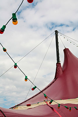 Circus tent with fairy lights - p927m1149732 by Florence Delahaye