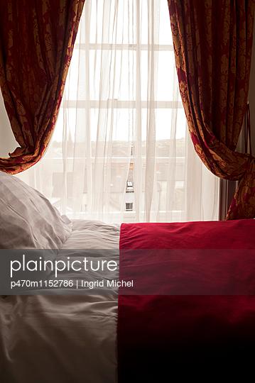 Luxuriöses Hotelzimmer - p470m1152786 von Ingrid Michel