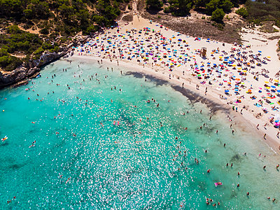 spain, Balearic Islands, Mallorca, Aerial view of Cala Mondrago and Playa Mondrago, Mandrago Nature Park - p300m2041640 by Martin Moxter