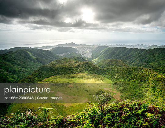 Ka'au Crater with the city of Honolulu in the background - p1166m2090643 by Cavan Images