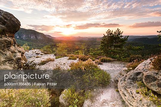 Germany, Saxony, Saxon Switzerland, Kleiner Zschand and Winterstein at twilight - p300m1356435 by Fabian Pitzer