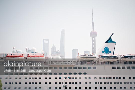 Kreuzfahrt nach Shanghai - p795m1161285 von Janklein