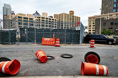 Deserted construction site - p851m1048651 by Lohfink