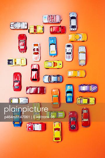 Bunte Autos - p464m1147061 von Elektrons 08
