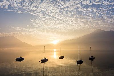 Boats at sunrise, Domaso, Lake Como, Lombardy, Italian Lakes, Italy, Europe - p871m1583737 by Roberto Moiola