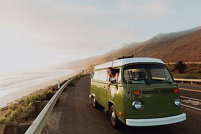 Man on van road trip on coastal road, Ventura, California, US - p924m2058225 by Peter Amend