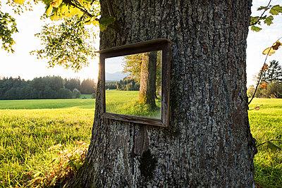 Spiegel - p954m1492933 von Heidi Mayer