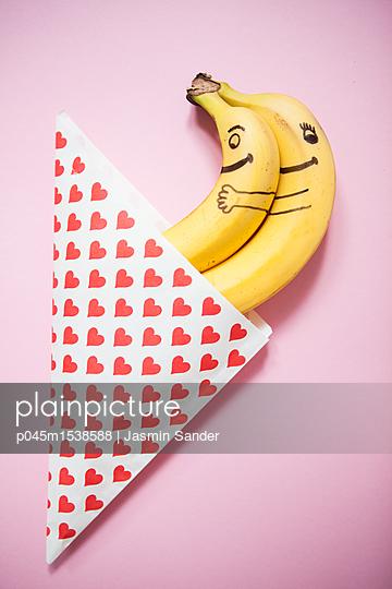 Bananen-Liebespaar - p045m1538588 von Jasmin Sander