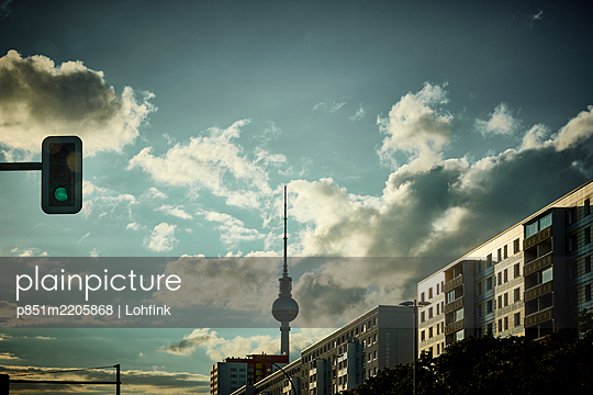 View of Television Tower at twilight, Berlin - p851m2205868 by Lohfink