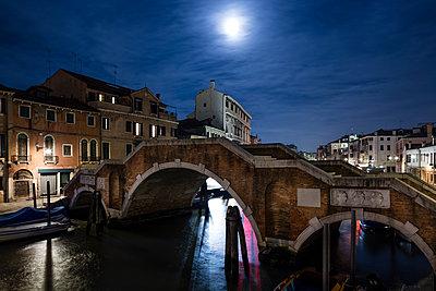 Venedig bei Nacht - p1558m2168347 von Luca Casonato