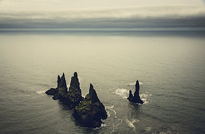 Reynisdrangarin Iceland - p1084m986822 by Operation XZ