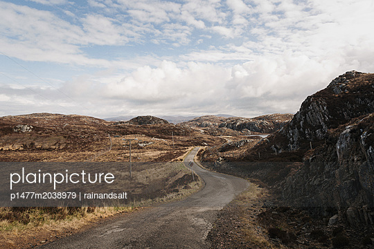 Landstraße im schottischen Hochland - p1477m2038979 von rainandsalt