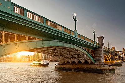 Boat and urban bridge - p555m1464307 by Walter Zerla