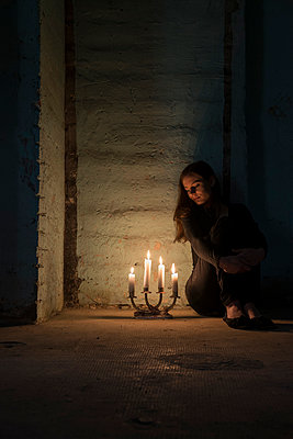 Woman with candles in cellar - p335m1041637 by Andreas Körner