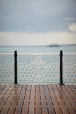 Brighton - p464m853434 by Elektrons 08