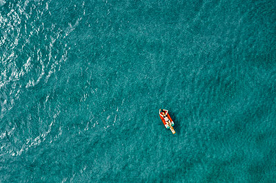 Woman on air mattress in the sea, drone photography - p713m2289220 by Florian Kresse