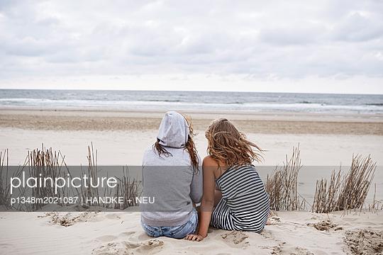 Zusammen am Meer - p1348m2021087 von HANDKE + NEU